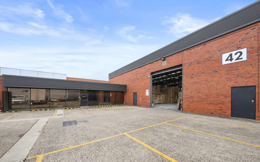 Premier Office Warehouse with Kitchen Road Frontage