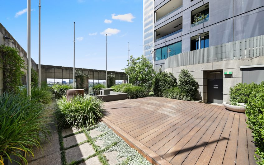 Prestigious East End Luxury with Exclusive 167sqm* Rooftop Terrace Retreat
