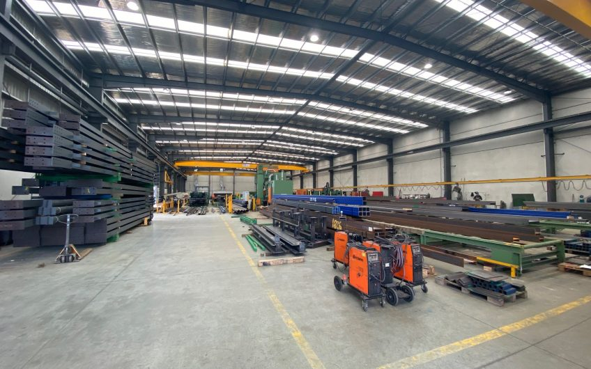 FANTASTIC OFFICE WAREHOUSE WITH CRANES